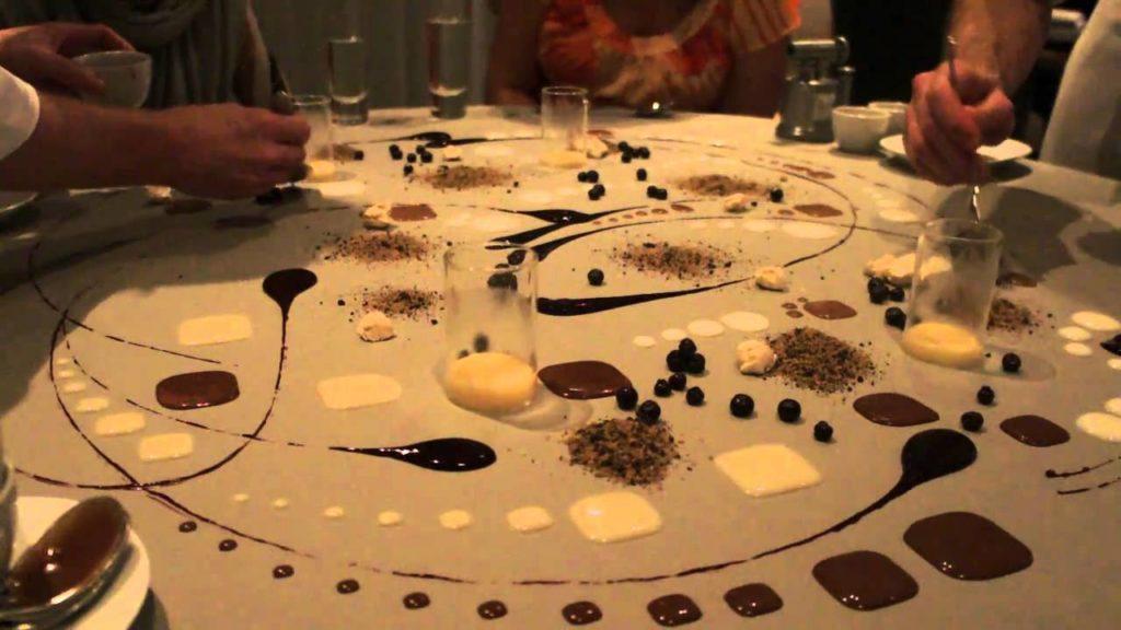 Dessert dressé à même la table